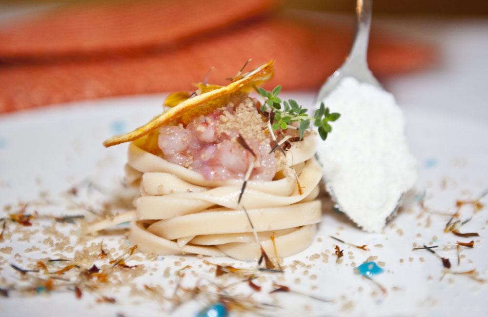 Fettuccina agli agrumi fredda con tartara di gambero rosso for Ricette gambero rosso